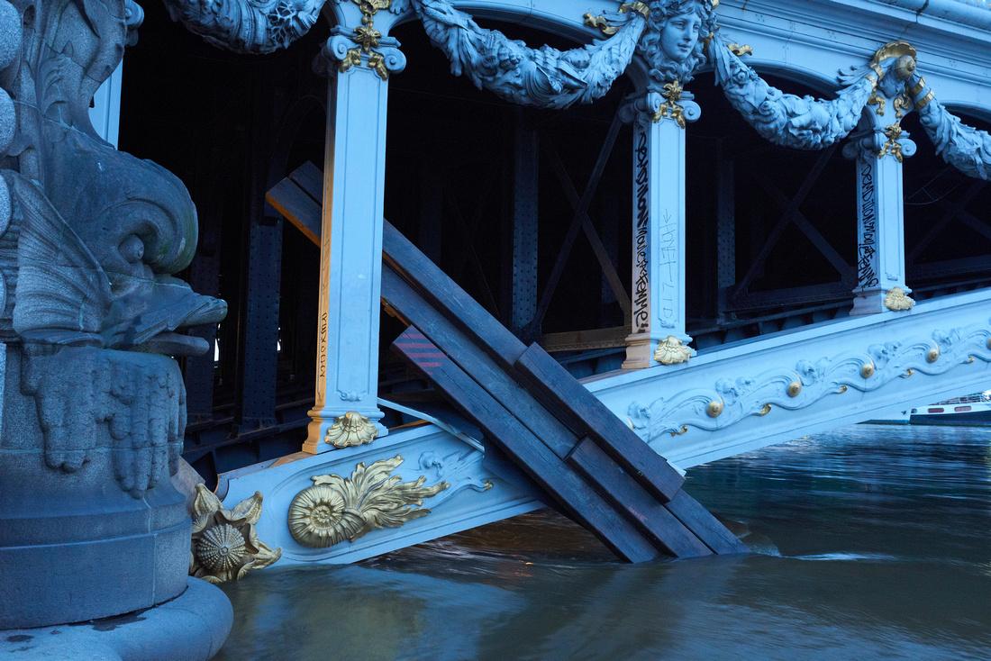 Pont Alexandre III in flood